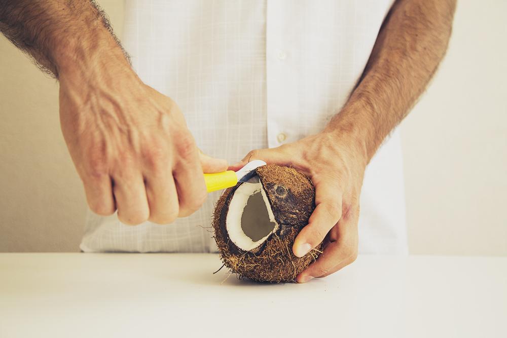 Apertura Cocco con Cococrack Cutter